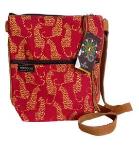 Bilde av Rød veske med leoparder - Crossbody